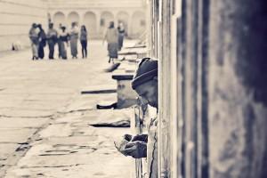 Закят - это благотворительность, которую покорные обязаны отдавать определённому кругу лиц «в день жатвы», или когда они получают любую «чистую прибыль»